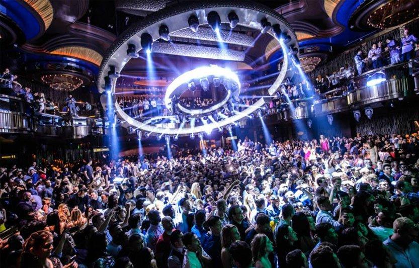 omnia-nigthclub-dancefloor-chandelier